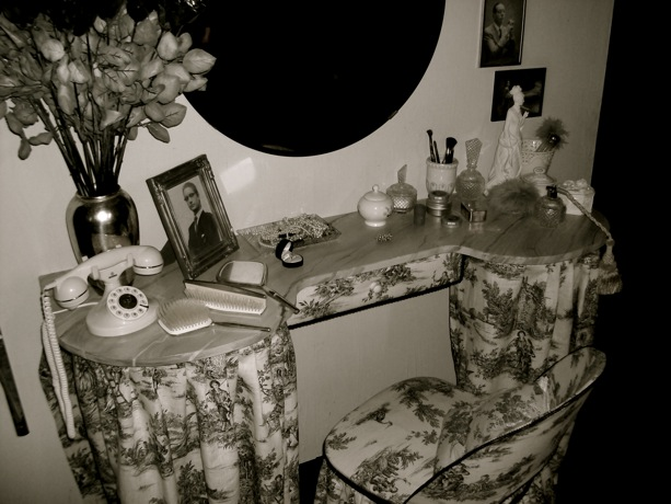 KISS ME KATE - Black and White Dressing Table Props